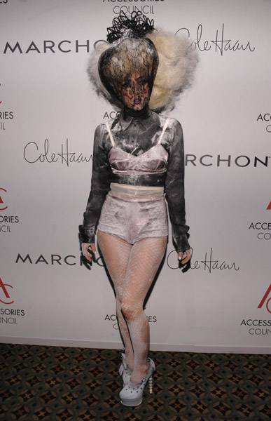 gaga lord Hot Shots: Lady GaGa Goths It Up At ACE Awards