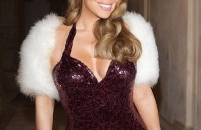 Hot Shots: Mariah Carey Accepts Award In Capri