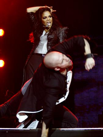 janet-jackson-on-stage-at-the-ji-1