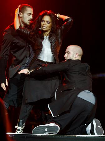 janet-jackson-on-stage-at-the-jingl