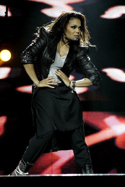 jbb28829 Hot Shots: Janet Rocks Jingle Bell Ball
