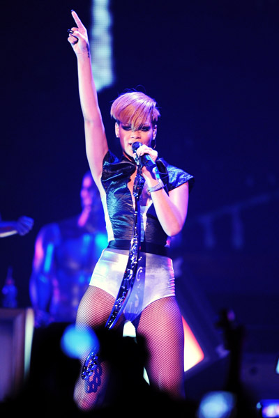 r4 Hot Shots: Rihanna Peforms At MySpace Concert