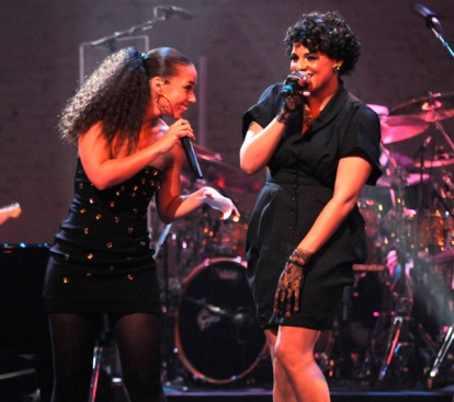 akeys billboard 4 Hot Shots: Alicia Keys At The Apollo