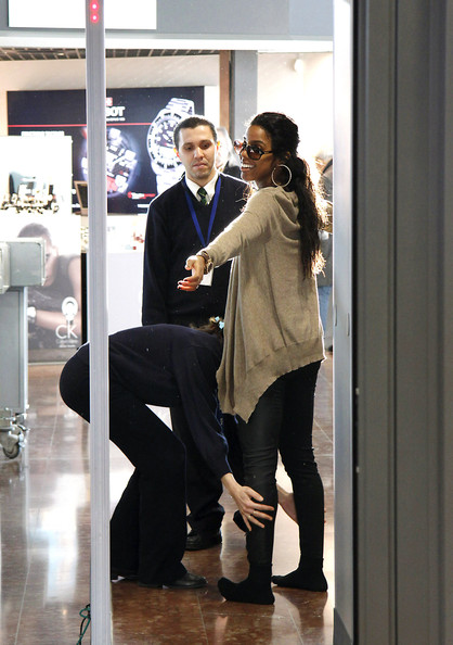 kellykel 2 Hot Shots: Kelly Rowland At Nice Airport