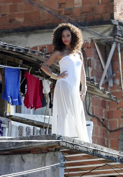 alicia keys video shoot Hot Shots: Alicia Keys On Set Of Put It In A Love Song Video