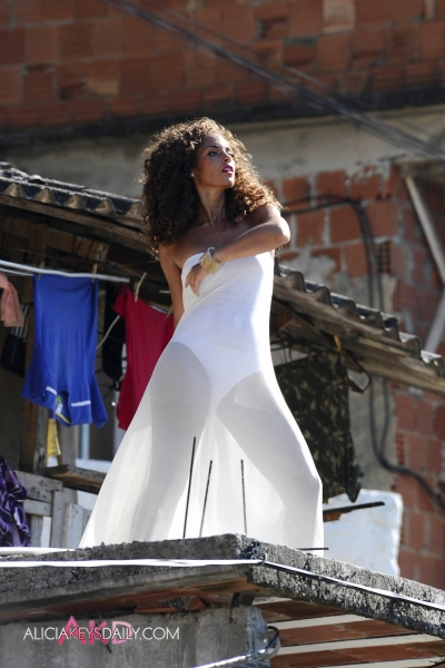 alicia work3 Hot Shots: Alicia Keys On Set Of Put It In A Love Song Video