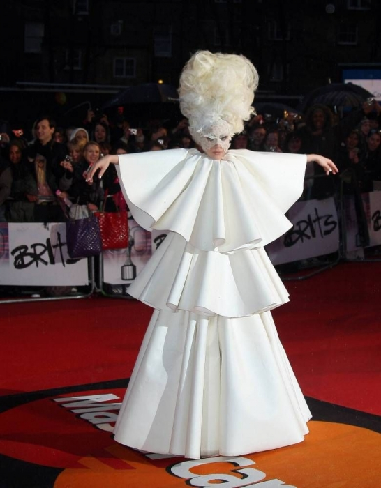 gaga brits 2 Hot Shot: Lady GaGa Arrives On BRIT Awards Red Carpet