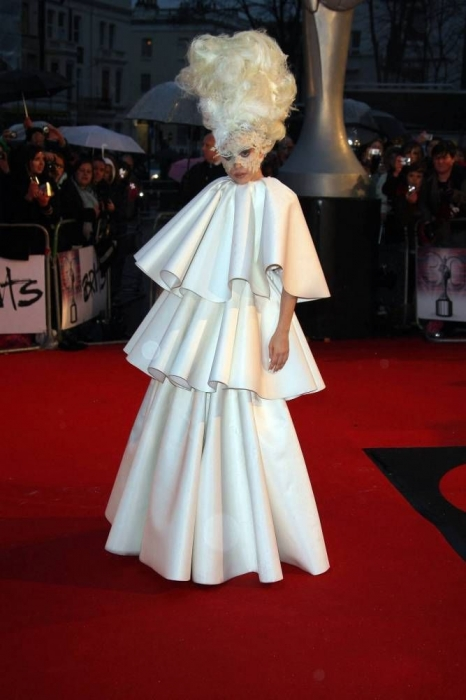 gaga brits 3 Hot Shot: Lady GaGa Arrives On BRIT Awards Red Carpet