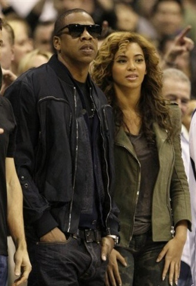jb2 Hot Shots: Beyonce & Jay Z At Lakers Game