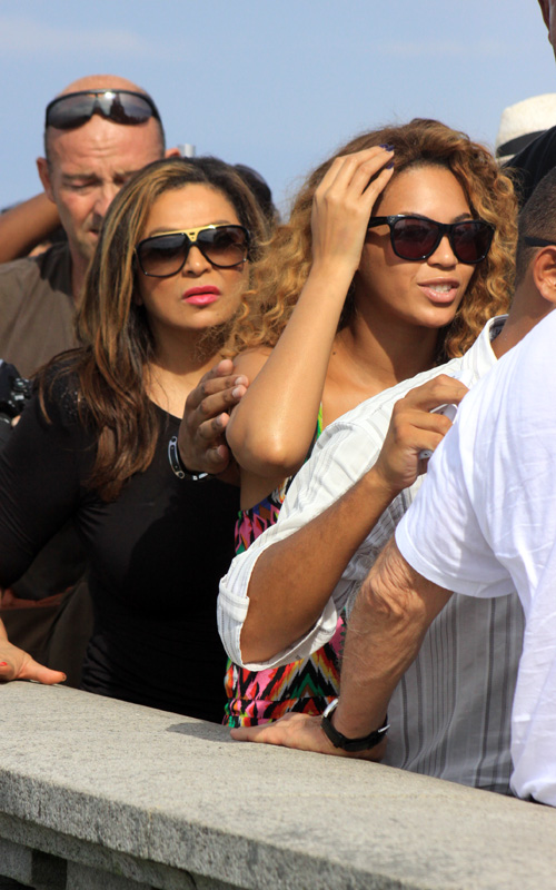 Hot Shots: Beyonce & Tina Knowles Try To Go Sightseeing In Rio