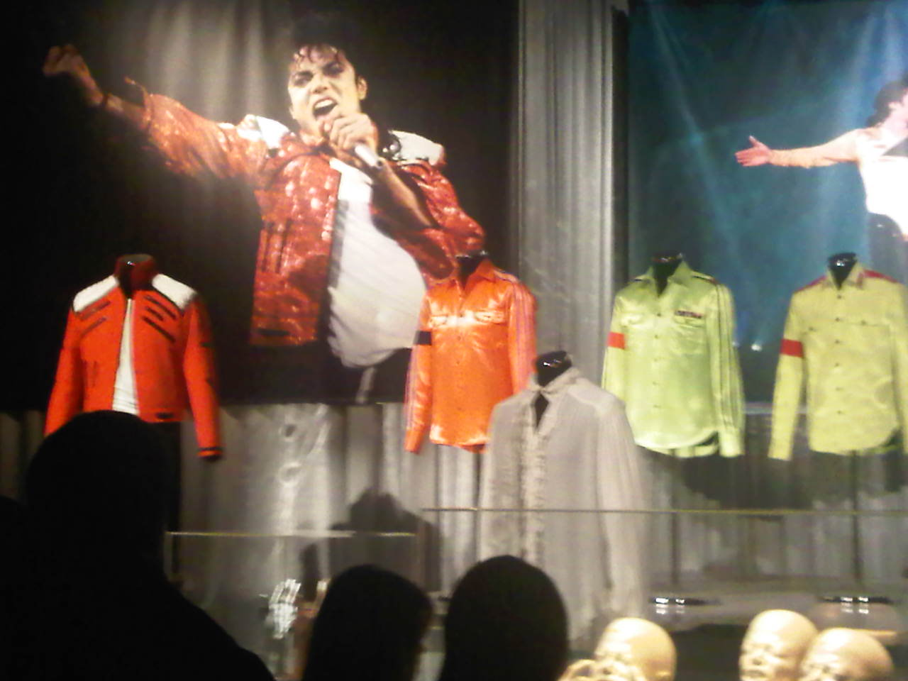 IMG00023 20100227 1711 Review: The Official Michael Jackson Exhibition / London