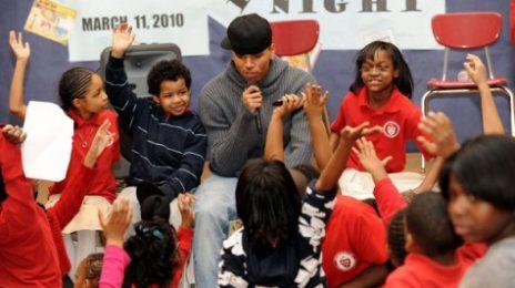 Hot Shots: Chris Brown Reads To School Children