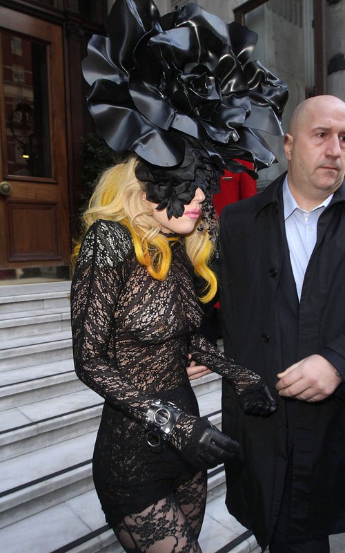 gaga lol Hot Shots: Lady GaGa Leaves London Hotel