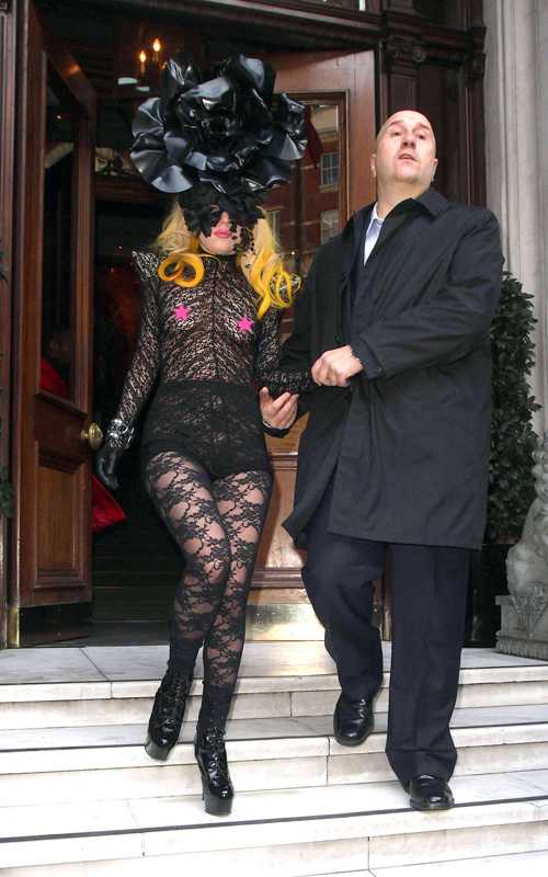 gaga lol3 Hot Shots: Lady GaGa Leaves London Hotel