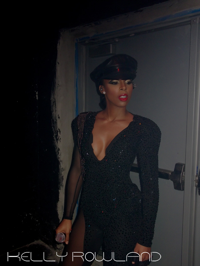 kelly backstage 2 Hot Shots: Kelly Rowland Commands At WMC