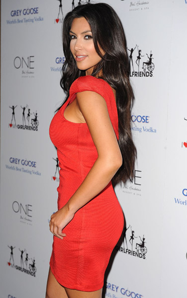 kelly heart 2 Hot Shots: Celeb Friends Join Kelly Rowland For Charity Launch