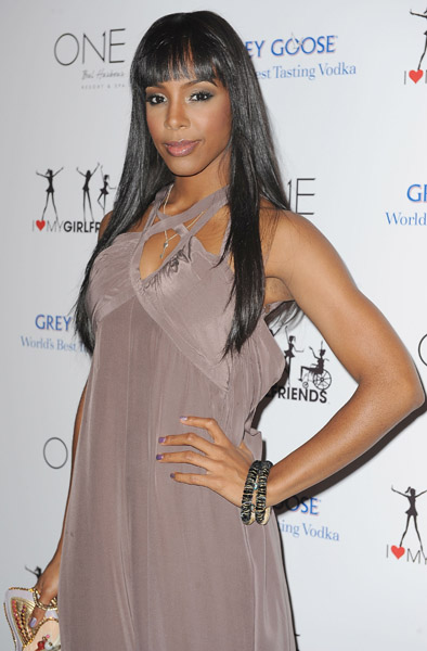 kelly heart 4 Hot Shots: Celeb Friends Join Kelly Rowland For Charity Launch
