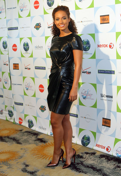 alicia 32 Hot Shots: Jamie Foxx, Leona, Alicia Keys & Halle Berry At Jenesse Center Gala