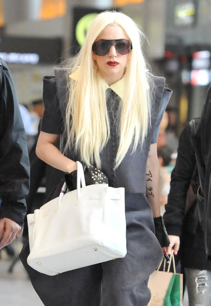 gaga aa Hot Shots: Lady GaGa Arrives In Japan