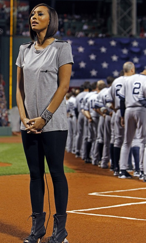 keri y e1270476204965 Keri Hilson Sings US National Anthem Again...