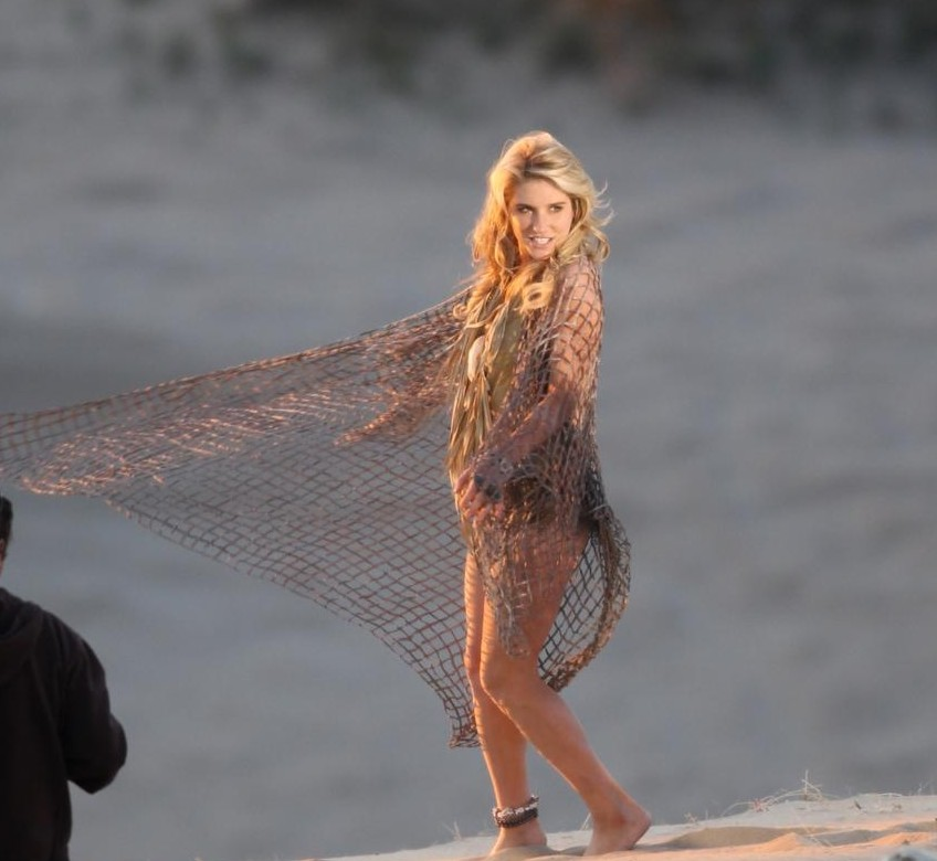 kesha 2 Hot Shots: Ke$ha Shoots Your Love Is My Drug Video