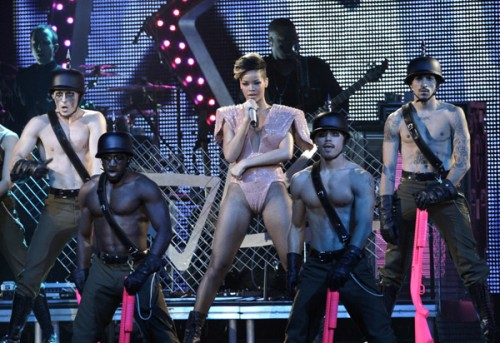 rihanna 123 e1271603108834 Reader Mail: Rihanna Tour Review