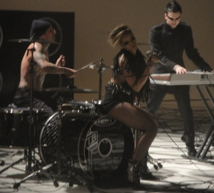 riri rockstar2 Hot Shots: Rihanna Shoots Rockstar 101 Video