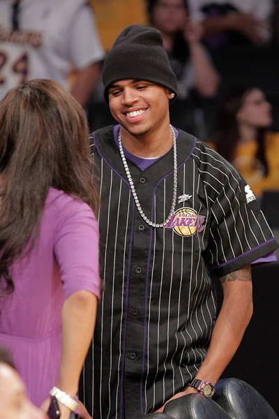 that5 Hot Shots: Chris Brown Courtside At Lakers Game