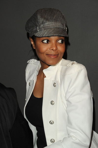 janet 33 Hot Shots: Janet Jackson At Versace Show