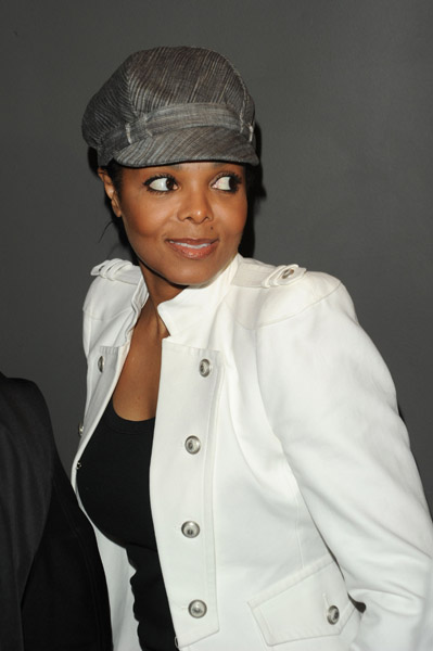 janet 55 Hot Shots: Janet Jackson At Versace Show