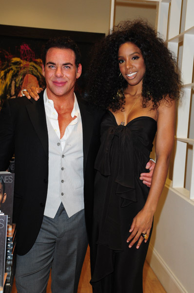 kelly row 4 Hot Shots: Kelly Rowland Attends Scott Barnes Book Launch