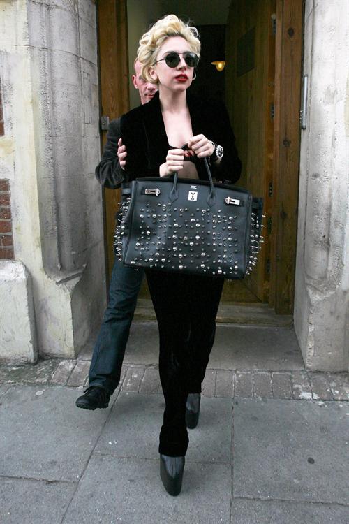 lady gaga lo Hot Shots: Lady GaGa Leaving London Studio