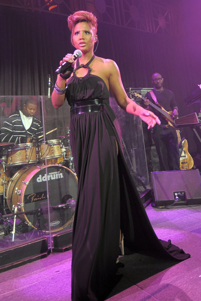 toni2 Hot Shots: Toni Braxton Dazzles On Stage