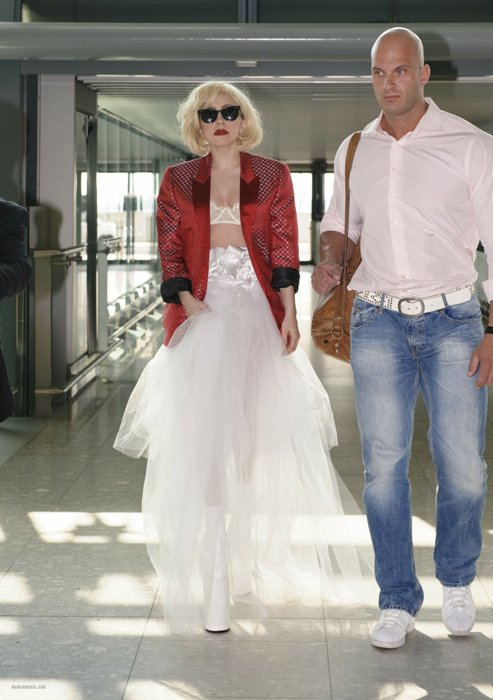 gaga8 Hot Shot: Lady GaGa Travels In Style