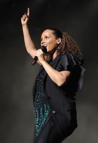 AK Alicia Keys Takes A Tumble