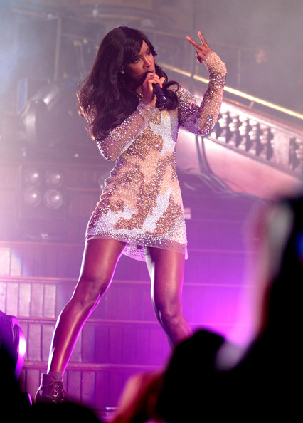 Kelly2 Hot Shots: Kelly Rowland Performs At iPhone Launch