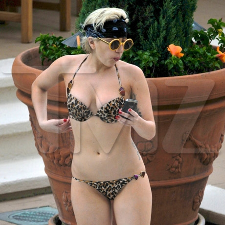 gaga_pool_02_full