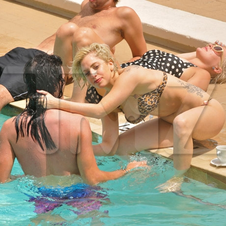 gaga_pool_09_full