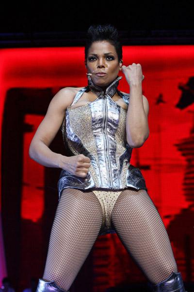 janet e6 Hot Shots: Janet Rocks Essence Music Festival