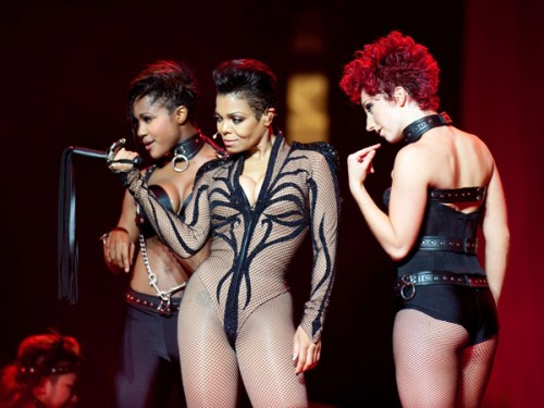 janet essence catsuit e1278235861363 Janet Jackson Performs Rhythm Nation At Essence Music Festival (HQ)