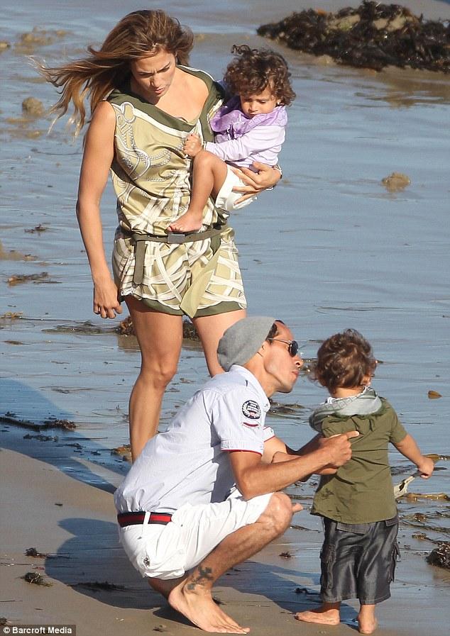 jlo Hot Shot: Jennifer Lopez On The Set Of Family Photoshoot