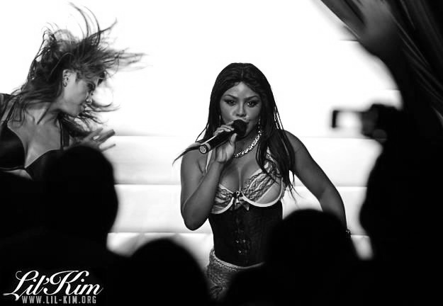 lil kim21 Hot Shots: Lil Kim Rocks The Rrazz Room