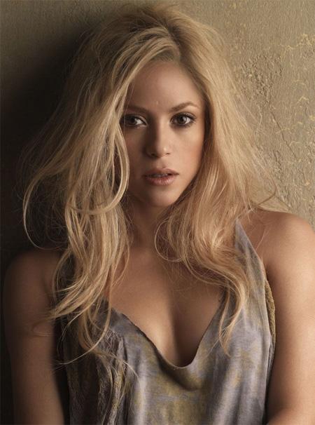 shakira Shakira Does Surprise Performance In Parking Lot