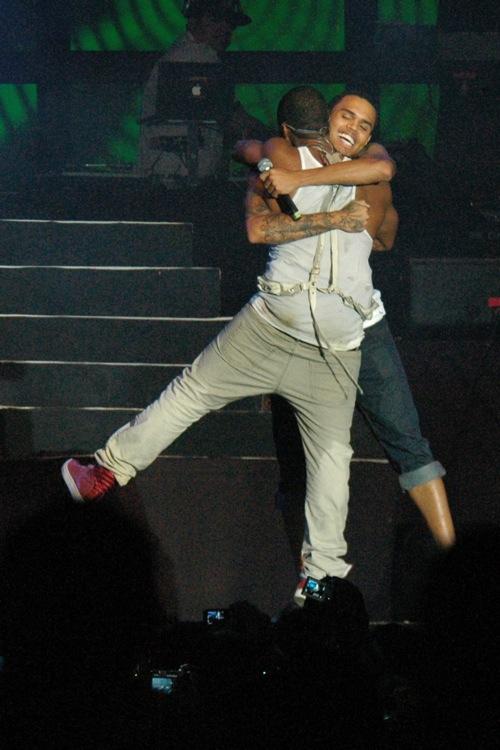 usher cb33 Hot Shots: More Usher & Chris Brown Sumfest Pics