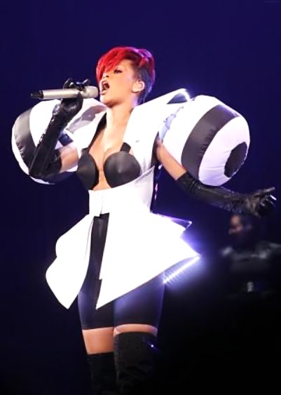 whywhywhy2 Hot Shot: Rihanna & Her Shoulder Pads Perform In Canada