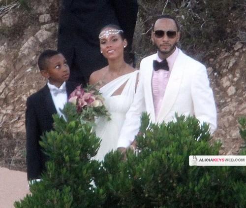alicia 34 e1280686945854 Hot Shots: Alicia Keys & Swizz Beats Wedding