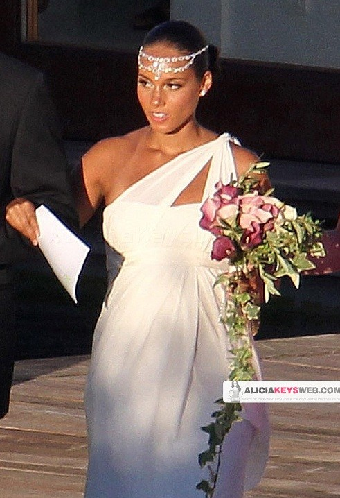 alicia n e1280682830389 Hot Shots: Alicia Keys & Swizz Beats Wedding