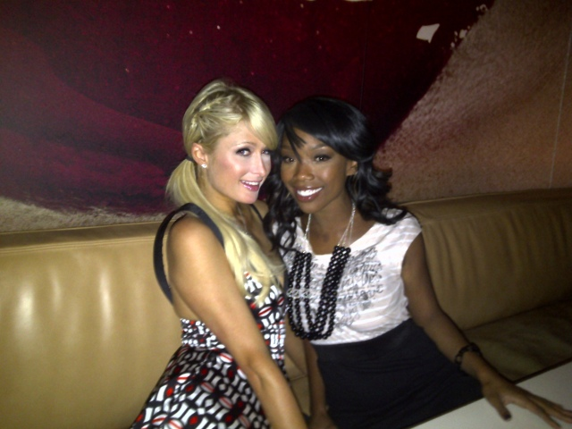 bran p4 Hot Shots: Brandy Dines With Kelly Rowland & Paris Hilton