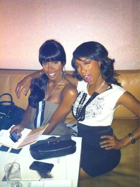 brandy kelly 5 Hot Shots: Brandy Dines With Kelly Rowland & Paris Hilton