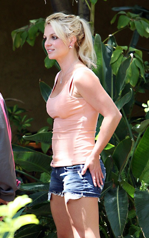britney new album Hot Shots: Britney Arrives At Recording Studio